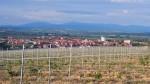 Поглед на Бојник из правца села Савинац